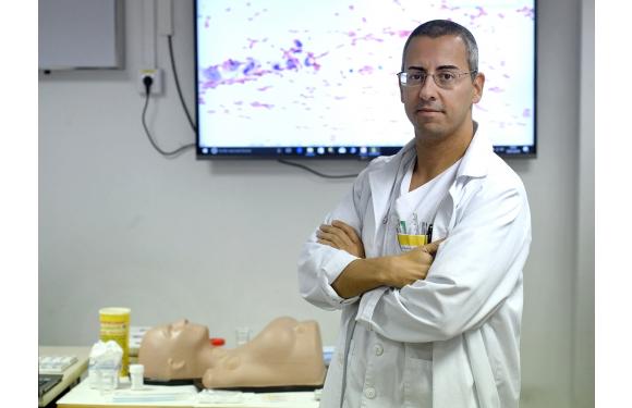 Dr. Eduardo Alcaraz Shares his Passion for Cytology with Sawbones